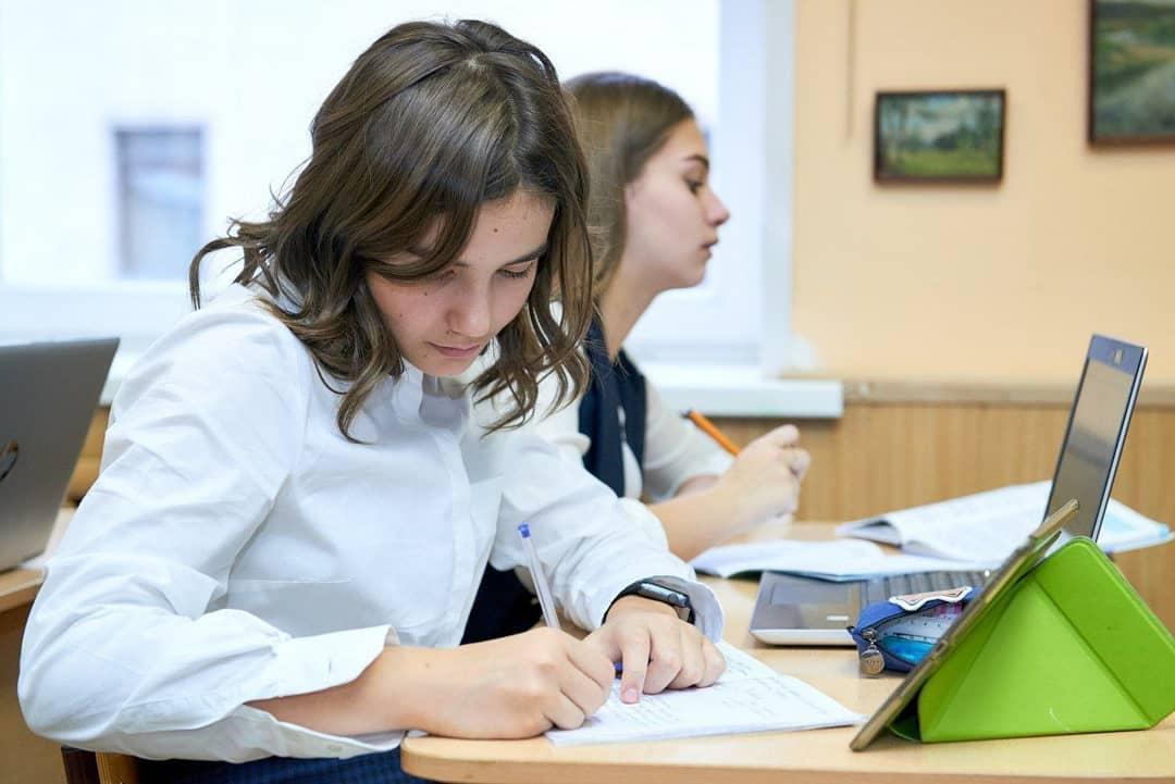 Министерство просвещения РФ подготовило проекты приказов о выдаче аттестатов выпускникам и проведении ГИА в 2020 году