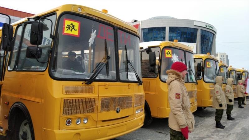 Школы Омской области получили больше 50 новых автобусов