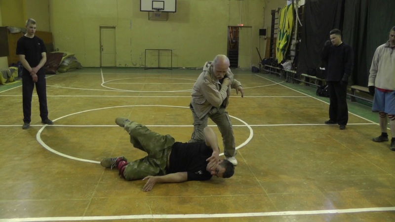 Сбивание вниз противника Вариант защиты вариант атаки В Н Крючков knocking down the opponent