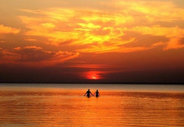 Теперь я знаю, что любовь  как море: порой спокойное, порой бурное