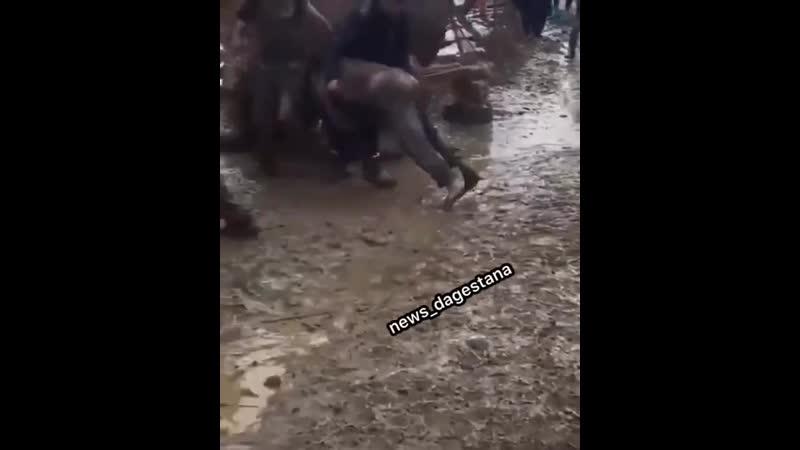 пьяные дагестанцы купаются в луже даргинская свадьба