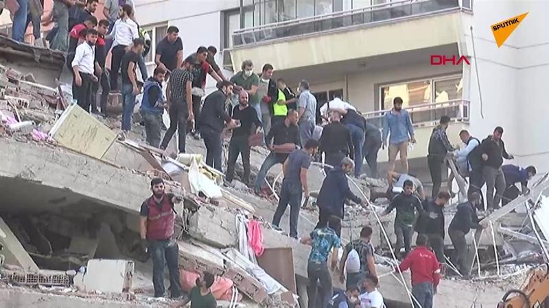 İzmir Bayraklıda enkaz altında kalanları kurtarma çalışmaları sürüyor