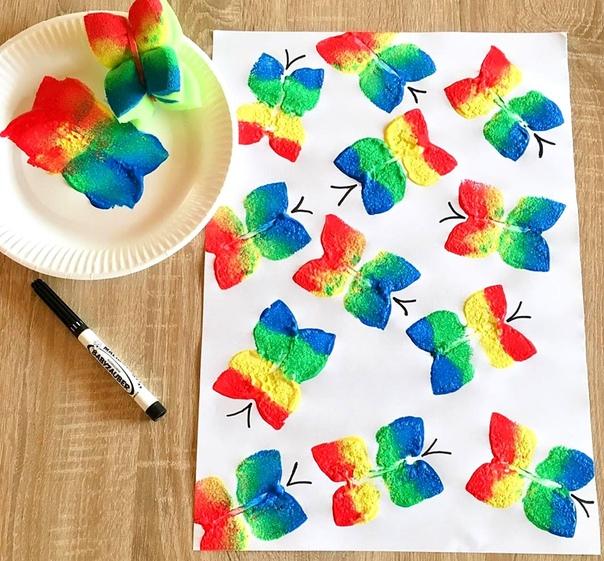 Урок рисования: Рисуем бабочек с помощью самодельных штампиков, сделанных из губок для мытья посуды