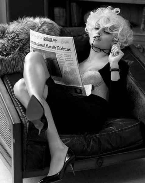 ПЯТЬ ЛЮБОВНЫХ ИНТРИЖЕК. Интрижка первая. У женатого мужчины была связь со своей секретаршей. Однажды он пошел к ней домой и они любились до вечера. Он очень устал и уснул. Когда он проснулся