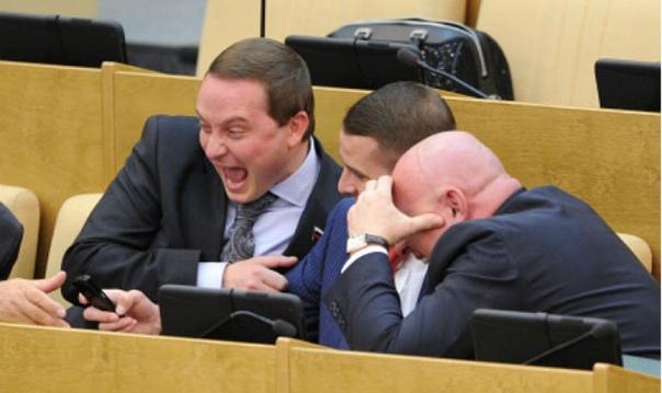 Депутат Госдумы пожаловался на тяжелую работу и скромные служебные квартиры Идти в депутаты ради служебных квартир и «других понтов» бессмысленно, а работая в Госдуме, «надо пахать». Об этом