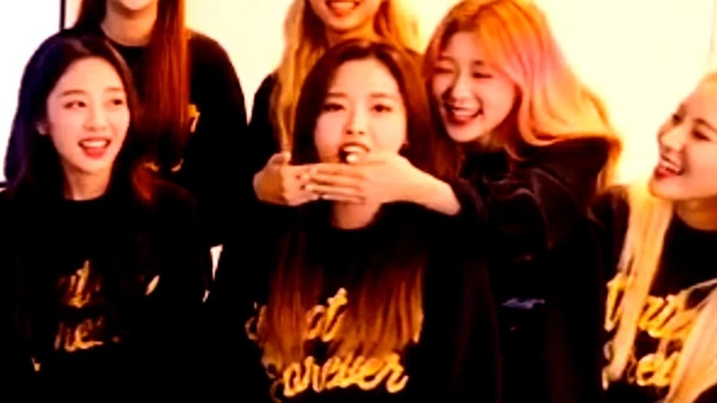 Loona being chaotic during this vlive (040919)