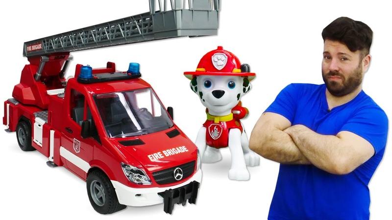 Al lavoro con Paw Patrol e la Scuola Divertente! Video per bambini con le macchinine giocattolo