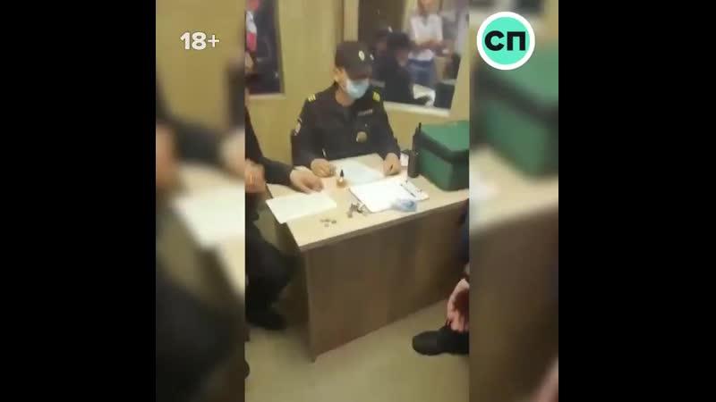 В хабаровске на митинге задержали парня с холодным оружием