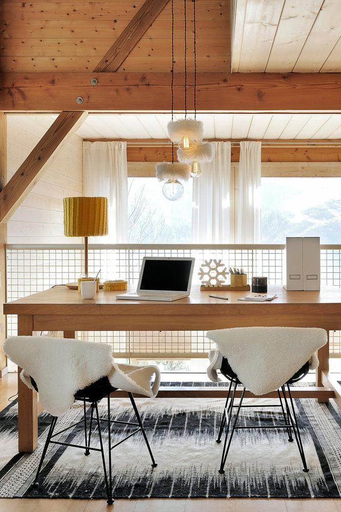 Светлое шале с белой мебелью во Франции