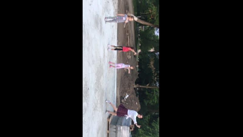 Танцы танцы танцуют девчонки