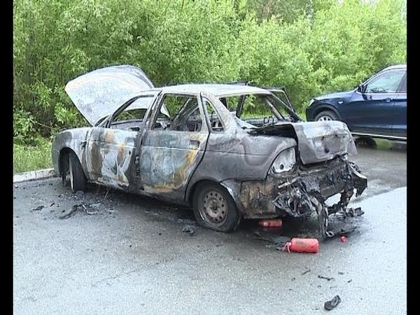 Накануне в Югорске горел легковой автомобиль