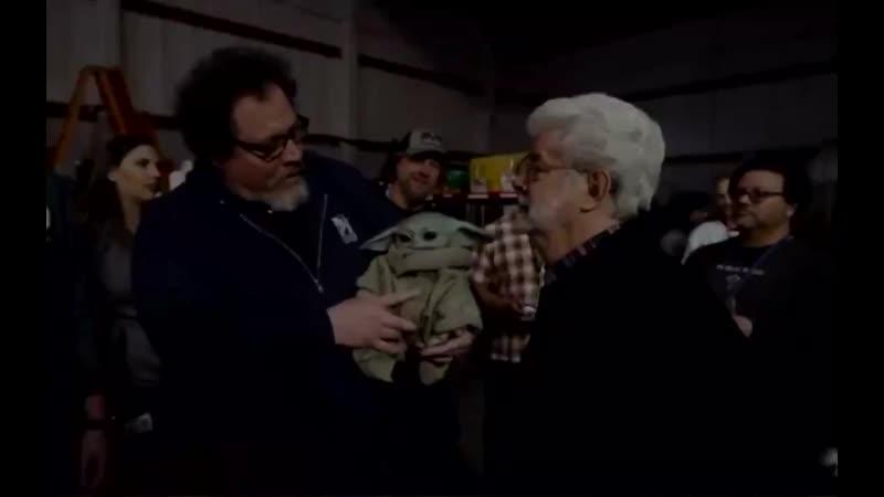 Este fue el MOMENTO en que Jon Favreau tomó la famosa foto de Grogu con