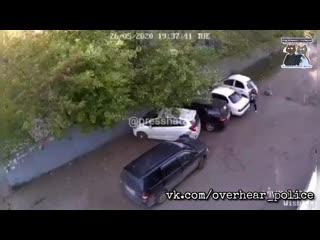 Пьяному мастеру парковки из Комсомольска-на-Амуре не дали удрать автовладельцы