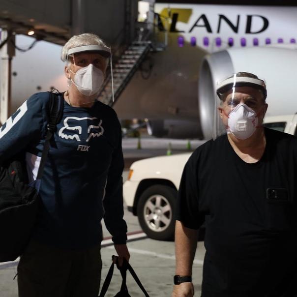Джеймс Кэмерон и продюсер Джон Ландау прибыли в Новую Зеландию для возобновления съёмочного процесса продолжений «Аватара» Впрочем, сначала им предстоит посидеть две недели на