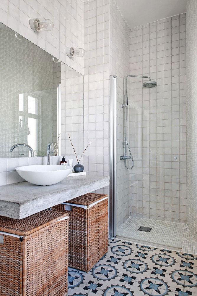 Просторная скандинавская квартира с яркой мебелью и зоной барбекю на балконе || 02