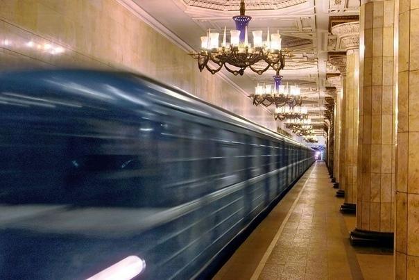 Счастливый билетик А все началось со старого троллейбусного билетика. Непонятно как оказавшись в вестибюле перехода метро, он метался меж воздушных потоков и ног пассажиров. Бросался то влево,