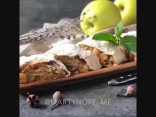Яблочно-банановый рулет