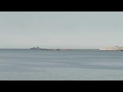 Коммуна идёт в море