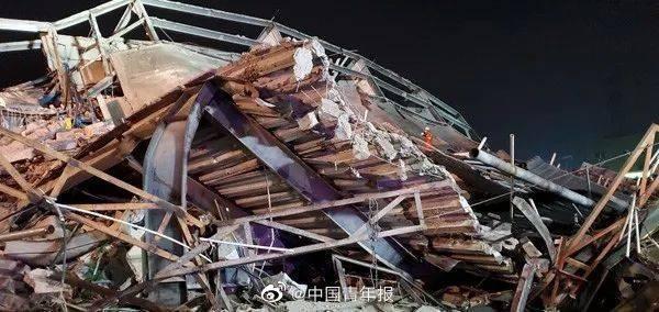 В Китае обрушился отель с отправленными под карантин из-за коронавируса