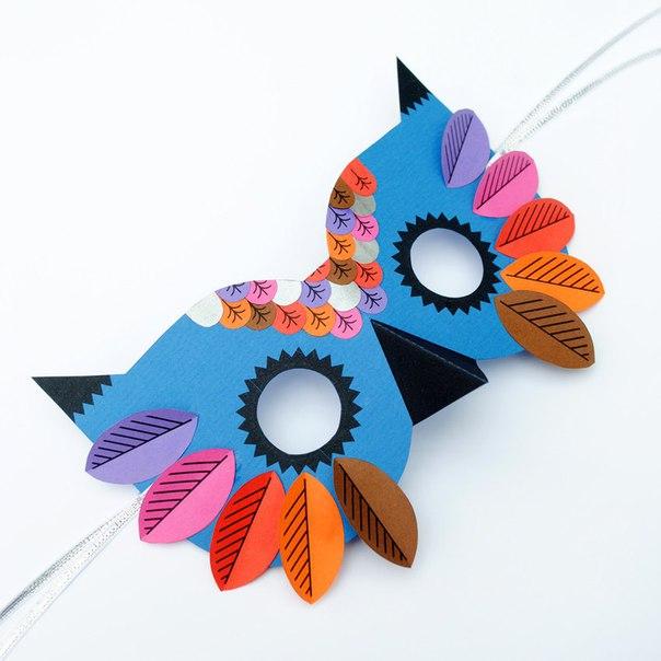 МАСКА СОВЫ Красивая, стильная маска для костюма совы из плотной цветной бумаги - и этого может быть вполне достаточно для домашнего новогоднего представления. Закончить образ совы поможет