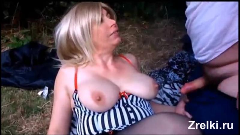 Снял сисястую проститутку в чулках на трассе и жестко
