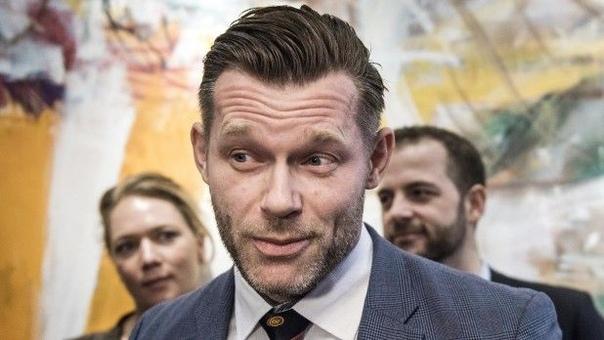 Датский политик рекламирует себя на PornHub Успешный бизнесмен, заядлый игрок в покер и рекордсмен Дании по толканию ядра, Иоахим Ольсен по прозвищу Джокке, борется за место в парламенте и, надо