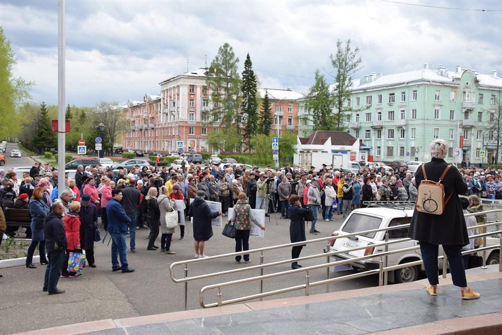 В Северске прошел митинг за отставку мэра и гордумы
