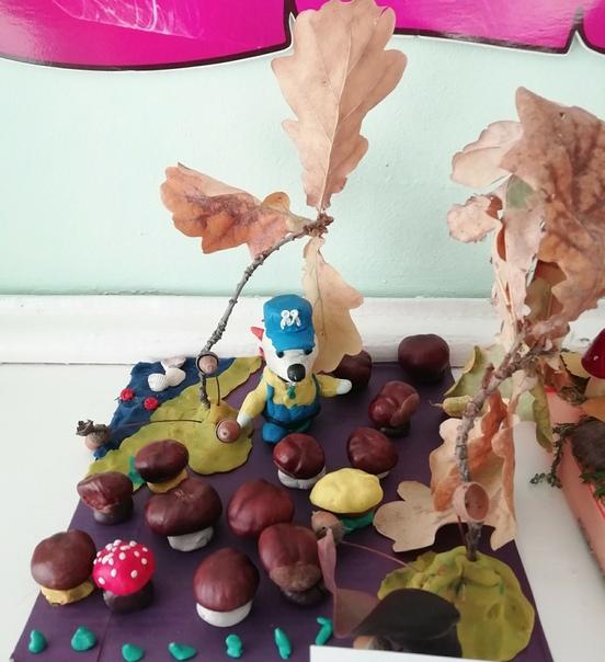 Поделка с любимым мульт героем, тема грибная полянка. Основной материал каштаны и пластилин. Мухомор сделан из каштана, который облеплен пластилином. Этот процесс сыну, ему 4 года, очень