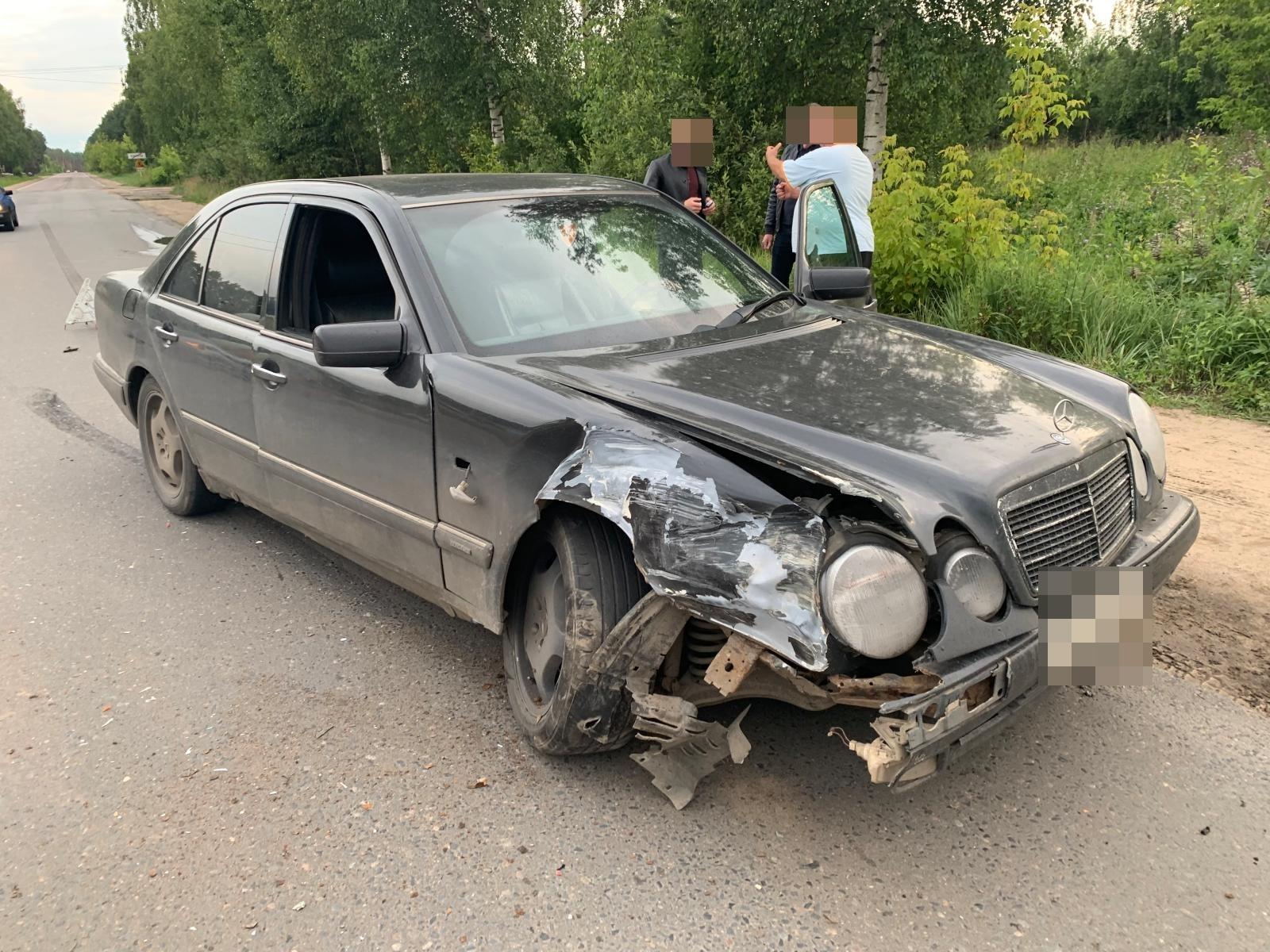 На Московском шоссе в Кимрах неизвестная Нива столкнулась с Мерседесом и скрылась с места ДТП