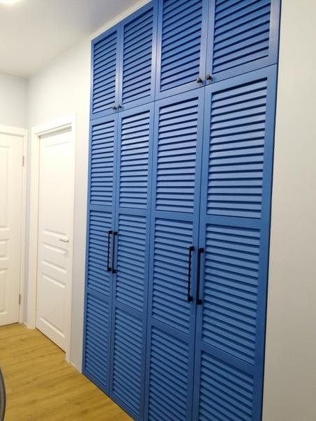 Современные жалюзийные двери для мебели и гардеробных,