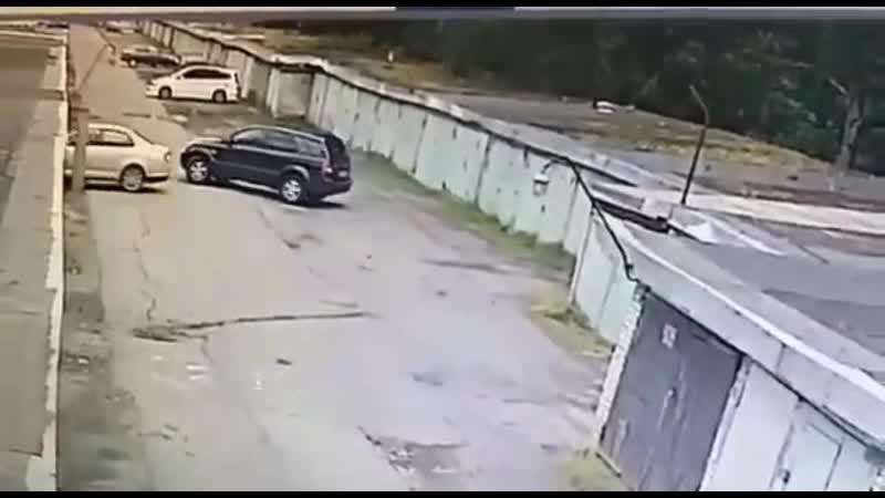 Как женщина заезжала в свой гараж а оказалась в чужом
