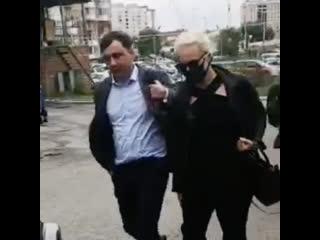 Жена Алексея Навального и его офтальмолог прибыли в Омск