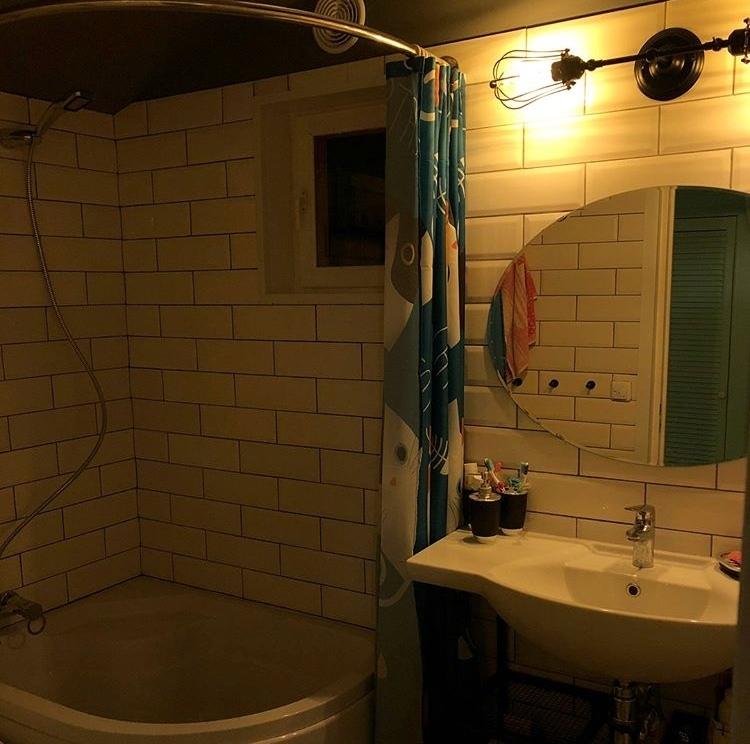 Сделали ремонт своей небольшой ванной комнаты в загородном доме. Что скажете?