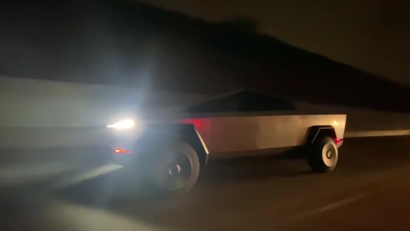 Cybertruck появился на дороге общего пользования в Лос-Анджелесе