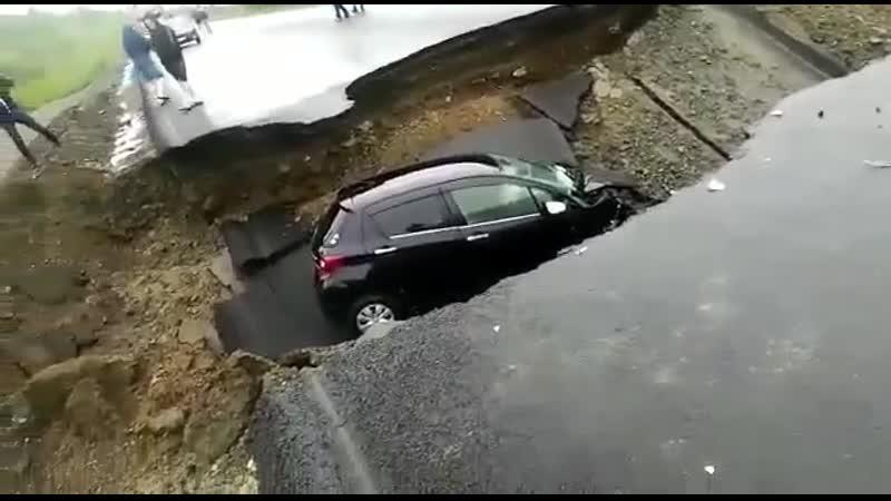Провал дороги в Приамурье