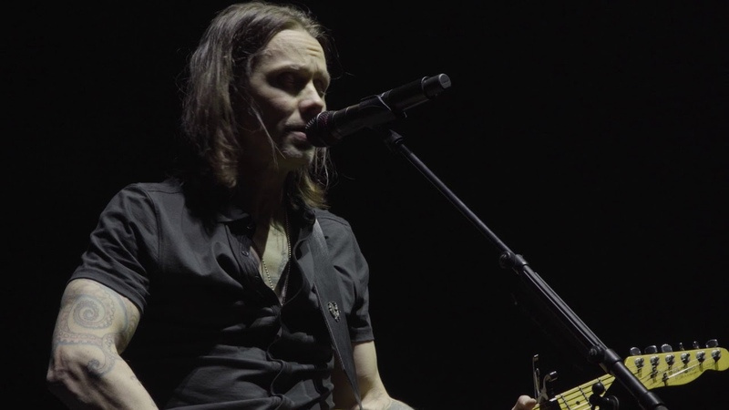 Myles Kennedy performs Hallelujah with Jeff Buckley's Fender Telecaster.