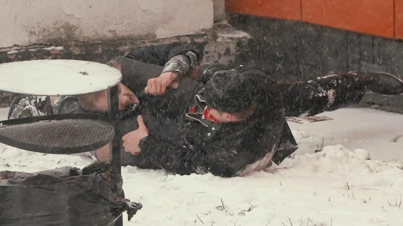 ДРАКА Эдварда Билла с полицейским Рифмы и Панчи