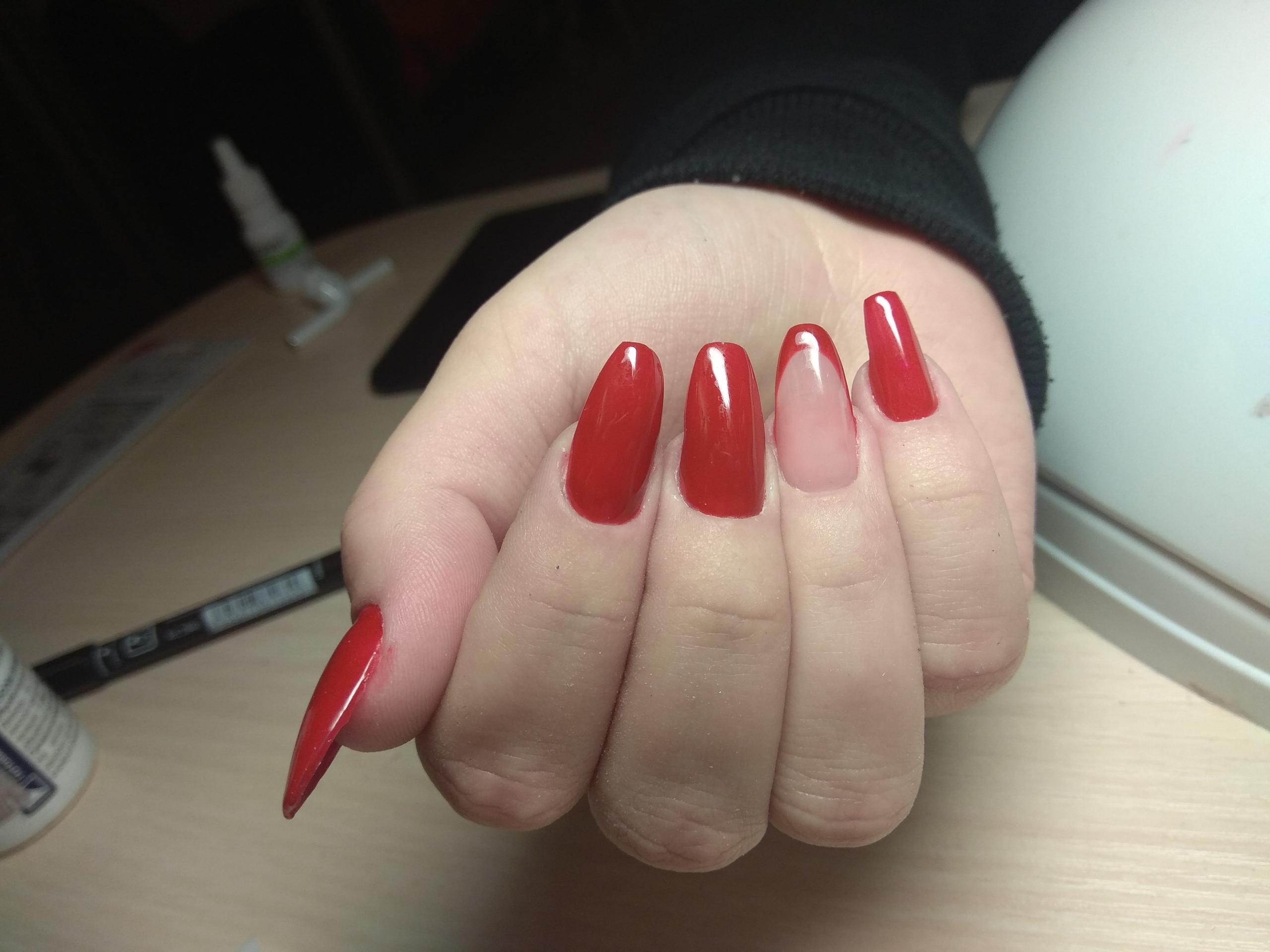 Здравствуйте, дипломированный мастер маникюра желает предложить Вам услуги ногтевого сервиса
