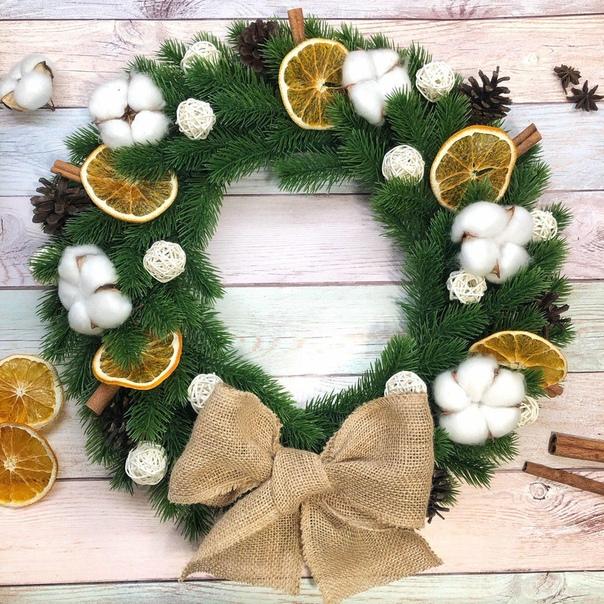 Праздник к нам приходит вместе с оформлением дома и елочки У нас есть идеальный вариант новогоднего декора  венок