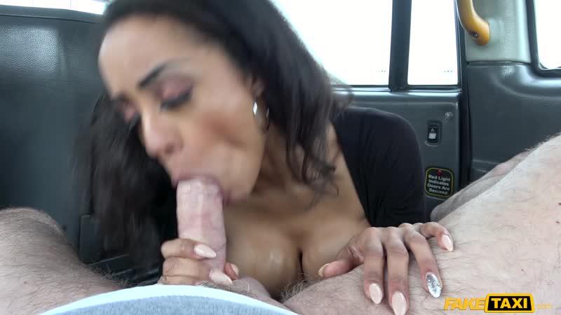 Big tits petite ebony babe squirts : Alyssa