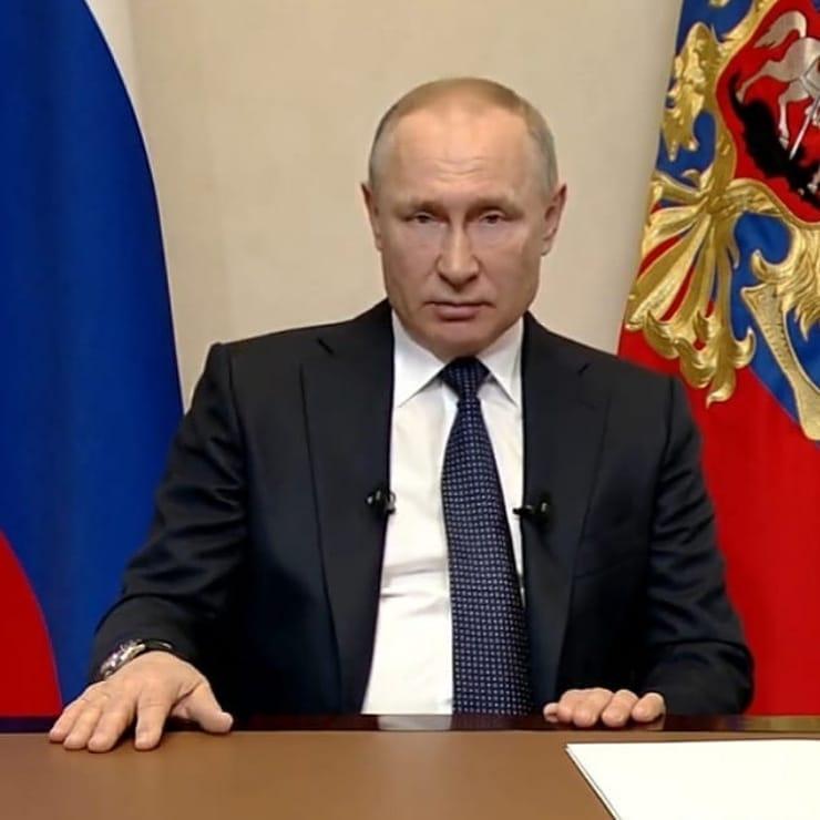 В видеообращении к россиянам Президент России Владимир Путин сообщил о продлении режима нерабочих дней до 30 апреля включительно с сохранением заработной платы