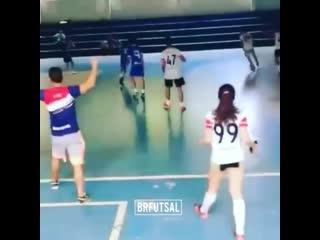 КОгда на матч пришла девушка вратаря