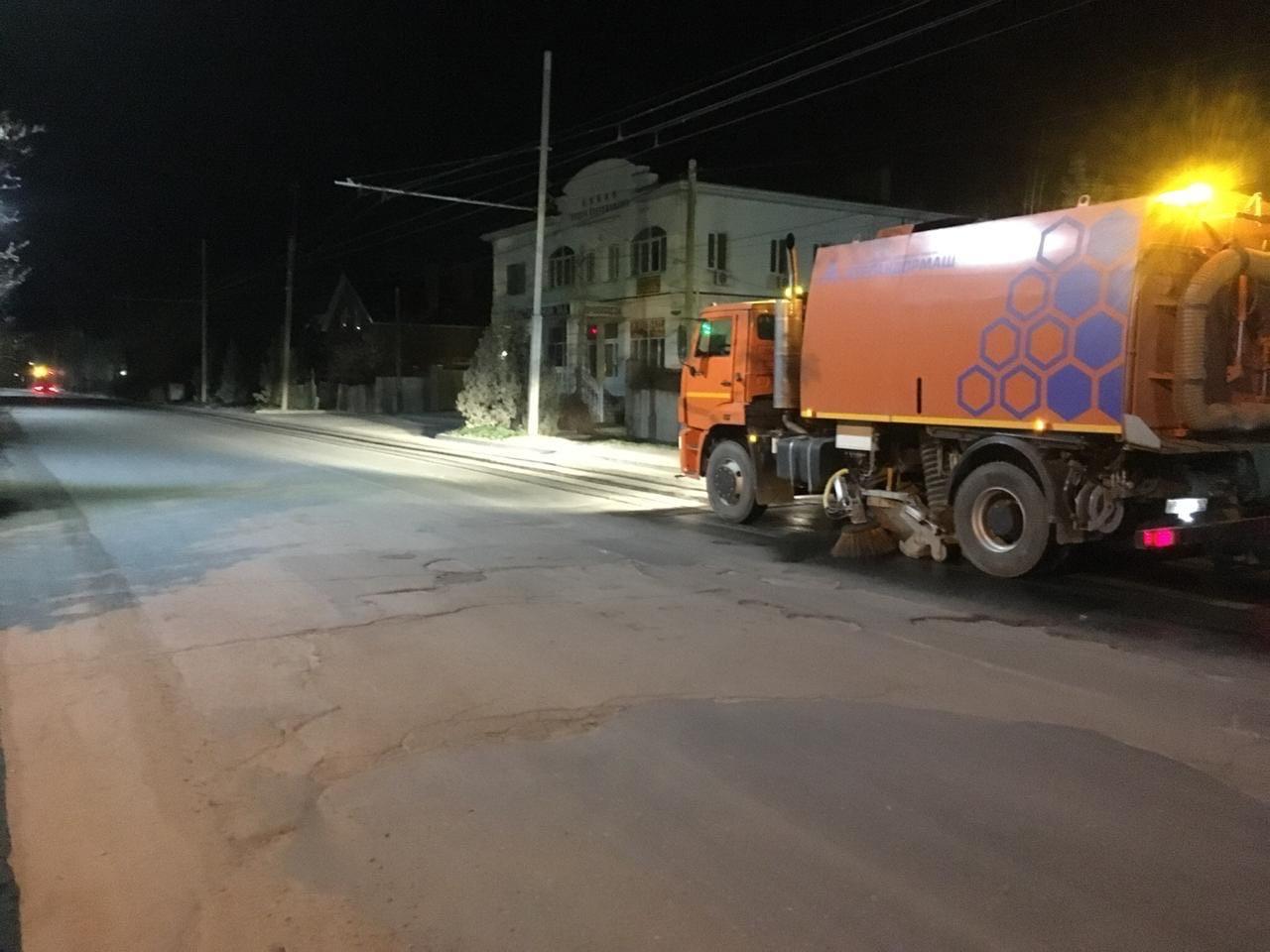 На территории города Таганрога регулярно проводится уборка