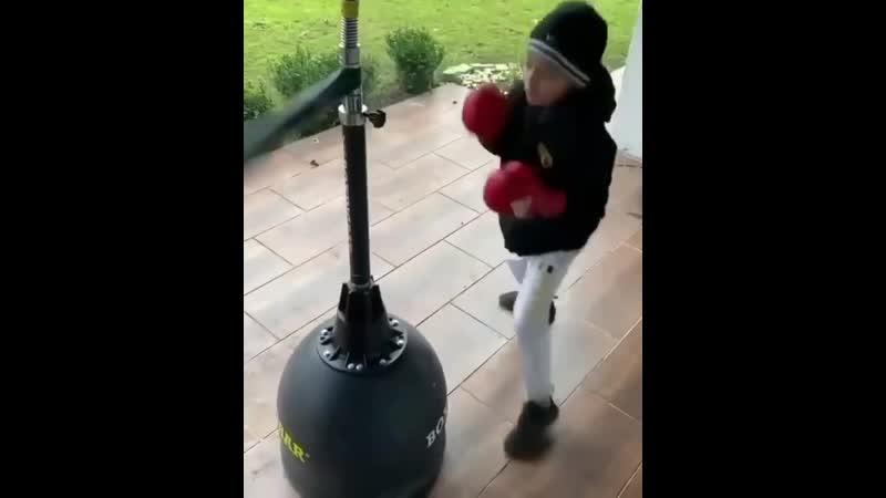 Бокс Хорошая работа от юнца