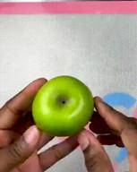 id_51560 Яблоки в карамели на палочке 🍎🍏  Автор: Tasty  #gif@bon