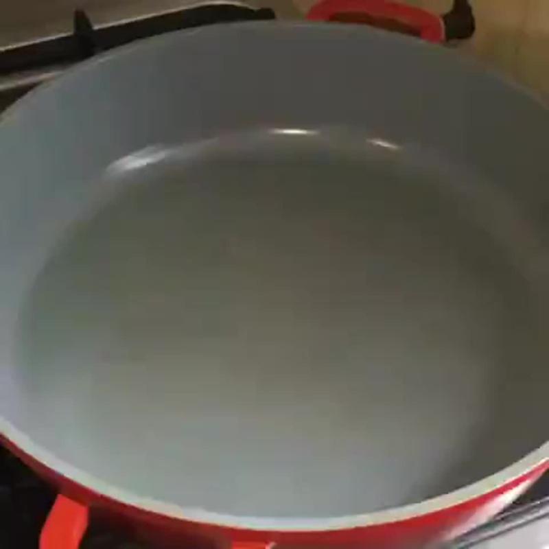 Курица в сметанном соусе (ингредиенты указаны в описании видео)
