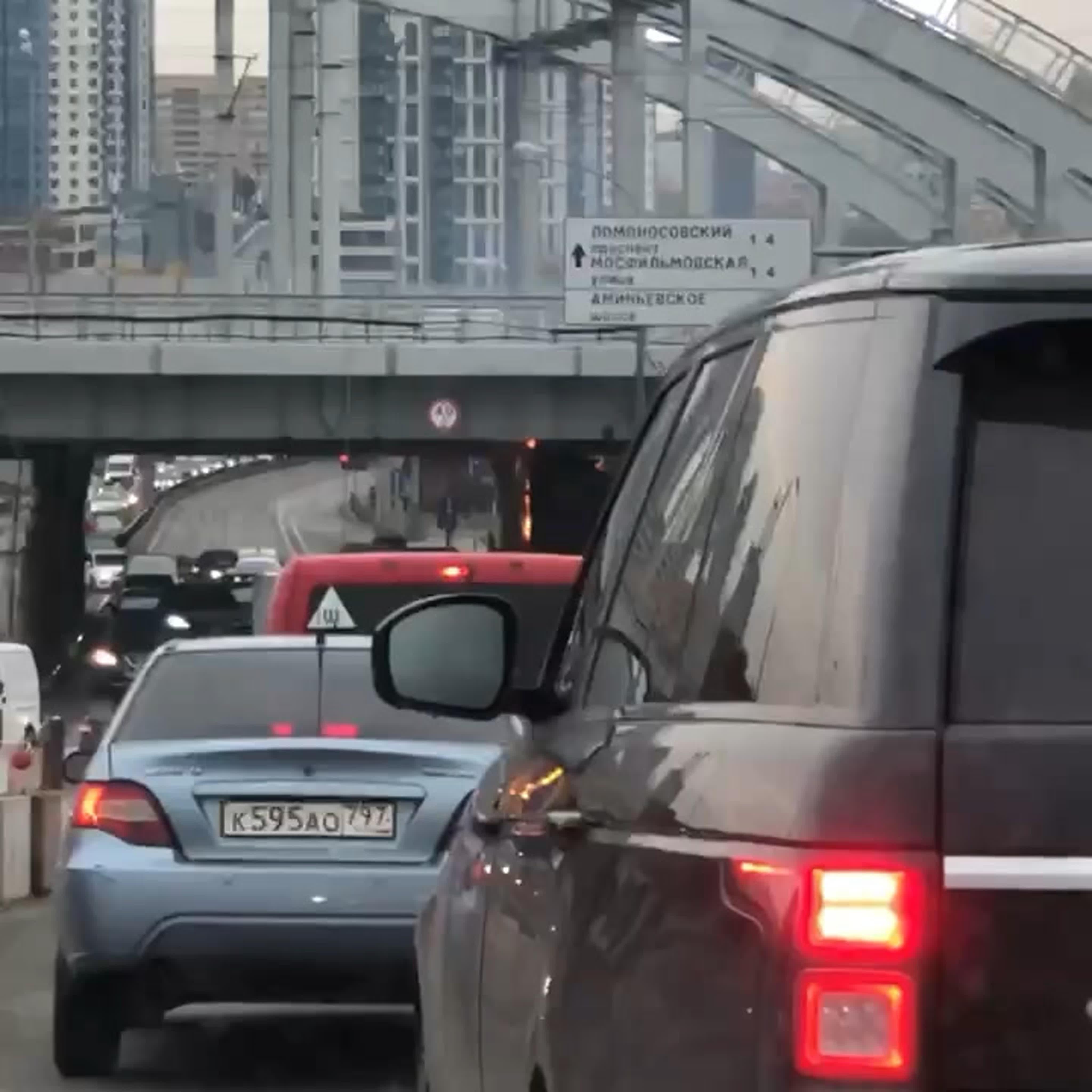 Мост для МЦД в районе ТПУ Минская чуть-чуть подгорел, но его смогли потушить лопатами