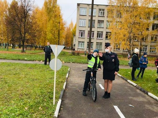 Сотрудники Госавтоинспекции Рославля продолжают пр...