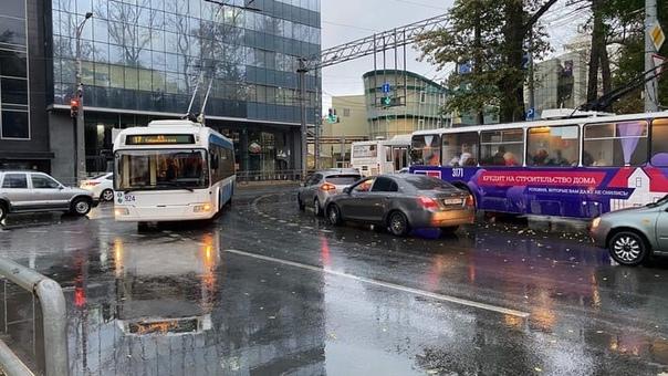 Сегодня произошло ДТП на улице Победы недалеко от ...