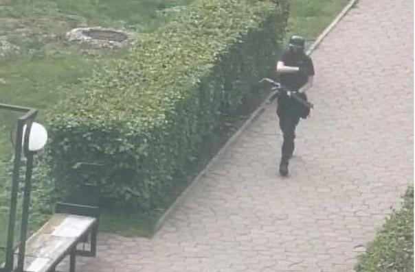 18-летний парень устроил стрельбу в пермском униве...